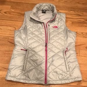 NWOT 💯 Ladies Northface silver/pink vest- Large